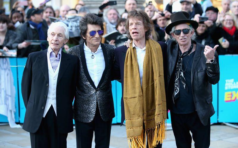 """Über 50 Jahre liegen zwischen ihrem ersten und ihrem (vorerst) letzten Nummer-eins-Album in Deutschland: Die Rolling Stones schafften mit """"The Rolling Stones No. 2"""" (1965) und """"Blue & Lonesome"""" (2016) sowie acht weiteren Alben den Sprung an die Spitze der Charts."""