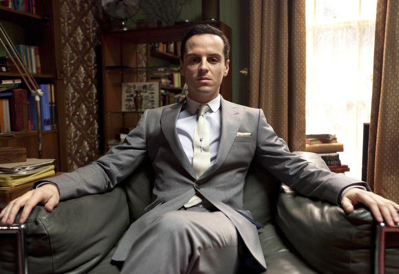 """Was braucht ein genialer Verbrechensaufklärer wie Sherlock Holmes, um wahrhaft zu glänzen? Richtig, einen Gegenspieler auf Augenhöhe. In """"Sherlock"""" übernimmt Andrew Scott den Job: Er spielt das kriminelle Genie Professor Moriarty, der in Sir Arthur Conan Doyles Romanvorlage als """"Napoleon des Verbrechens"""" geadelt wird."""