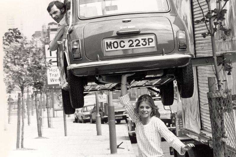 """Sie war eine der ersten, sicher aber die stärkste unter den TV-Heldinnen: Lindsay Wagner spielte als """"Sieben-Millionen-Dollar-Frau"""" die Ex-Profitennisspielerin Jamie Sommers, die nach einem Unfall """"bionische"""" Gliedmaßen erhält und als Spezialagentin der US-Regierung hochriskante Missionen übernimmt. Die Serie lief 1976 bis 1978 in den USA, wurde aber in Deutschland erstmals 1989 gezeigt."""