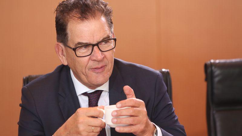 """SWYRL - Entwicklungsminister Müller im TV: """"Gestern sind ..."""