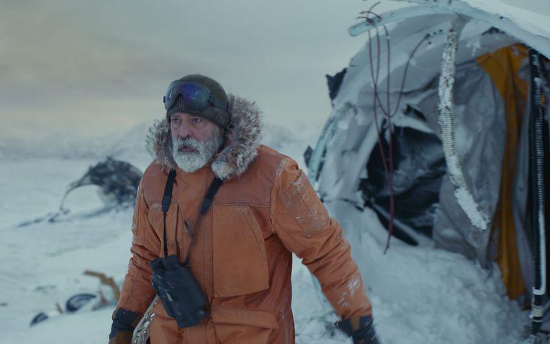 """Die Streaminganbieter legen sich zum Jahresausklang noch einmal mächtig ins Zeug: Nicht nur der Netflixthriller """"The Midnight Sky"""" mit George Clooney weckt große Hoffnungen, auch die Konkurrenz von Amazon, Sky und Co. wartet mit einigen vielversprechenden Formaten auf. Welche das sind, verrät unsere Galerie mit den Streaming-Highlights im Dezember."""