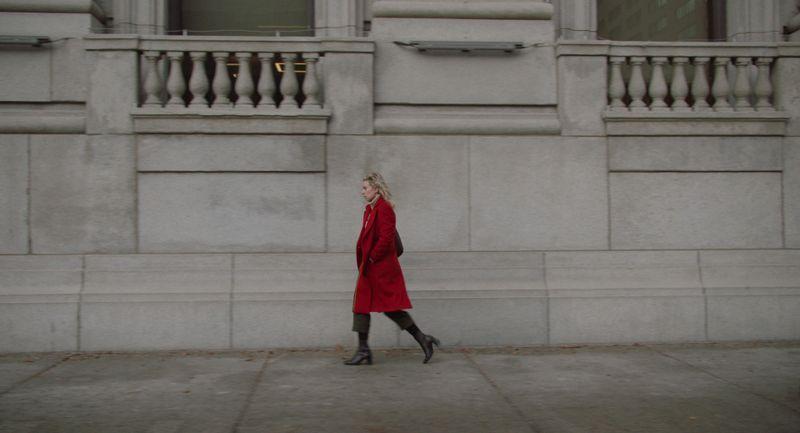 Nach dem Tod ihres neugeborenen Babys bringt Martha (Vanessa Kirby) ihre Hebamme vor Gericht.